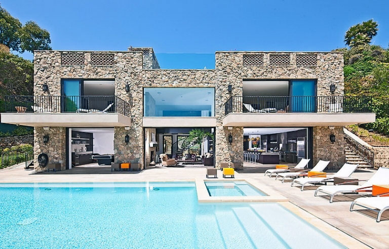 Awesome-Castle-House-Pool-with-Pool-Lounge-Chairs | Elite Analysis